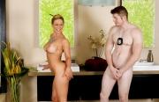 naked-sexy-masseuse