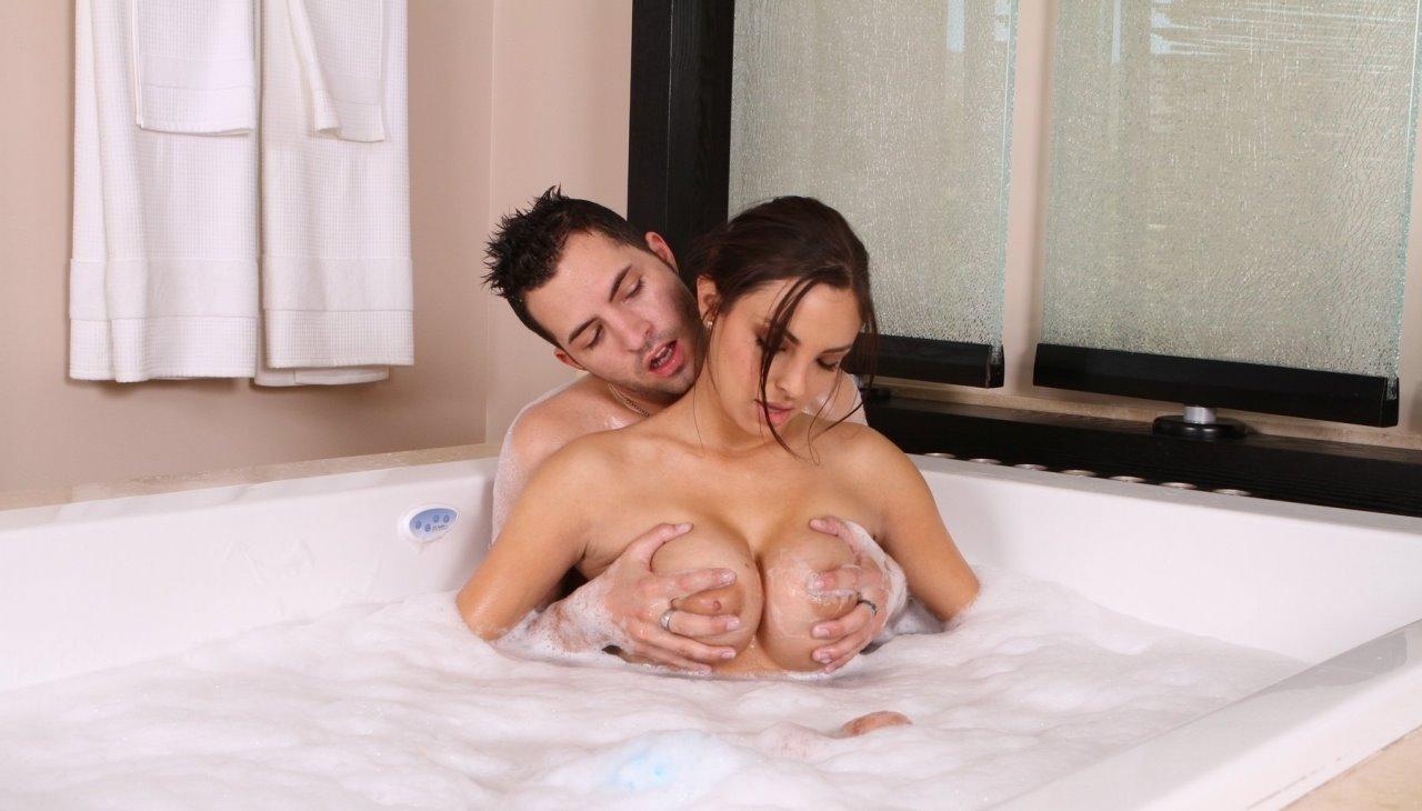 eroticheskiy-massazh-v-vannoy