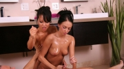 masseuses-jerking-off-her-client