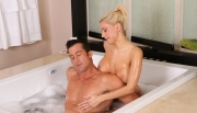 nuru-massage-vids-naked-bath