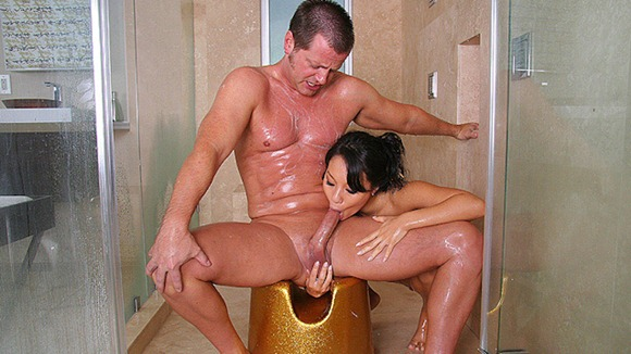 amazing-blowjob-in-the-shower