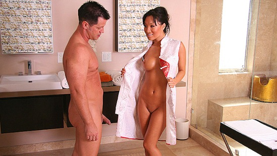 asa-gets-naked-and-ready-for-nuru-massage