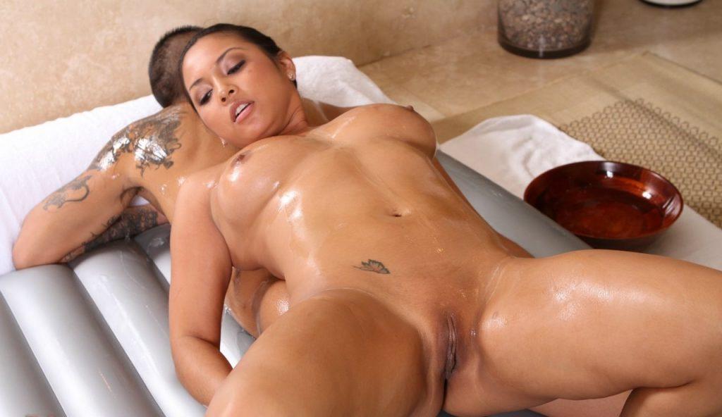 nuru-massages-naked-massage